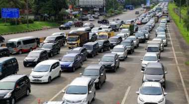 Lalin Tol ke Jakarta Masih Padat Merayap