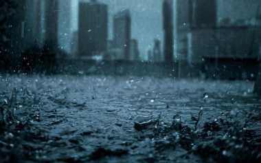 Hujan Disertai Angin Kencang Guyur Kawasan Sunter