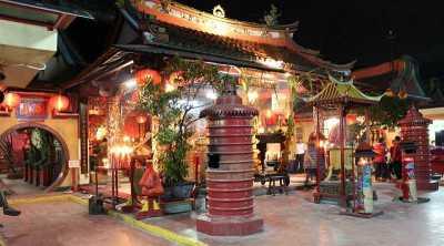 Vihara Tertua di Jakarta Masih Ramai Dikunjungi