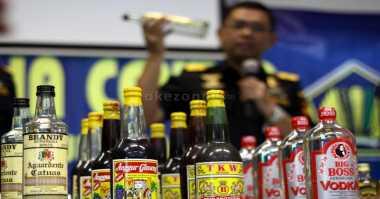 Polisi Sita 350 Botol Miras dari Pedagang