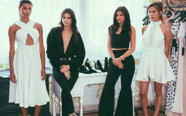 Kendall & Kylie Jenner Resmi Rilis Busana