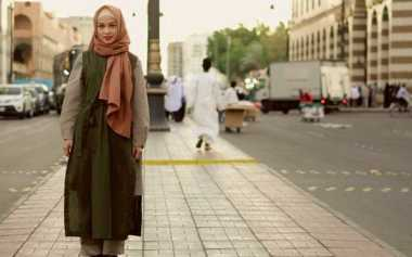 Gaya Hijab Simpel dan Modis Andien