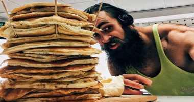 Pria Ini Habiskan 20 Pancake dalam 18 Menit