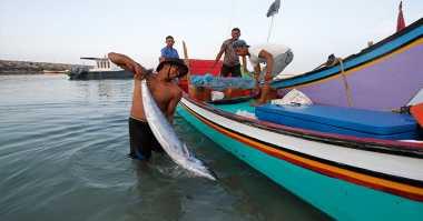 Cuaca Buruk, Ratusan Nelayan Batam Kembali Menganggur