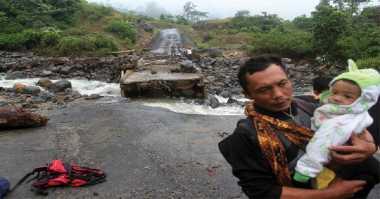 Jembatan Putus, Warga Sumbar Terancam Kelaparan
