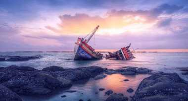 Kapal Pengangkut Pakaian Bekas Tenggelam di Aceh