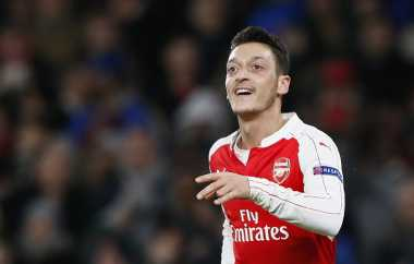 Gelar Premier League Arsenal Berada di Tangan Ozil