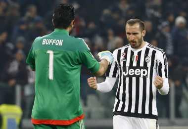 Bek Juventus Absen Bermain Melawan Napoli & Bayern