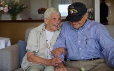 Terpisah Tujuh Dekade, Veteran PD II CLBK dengan Kekasih