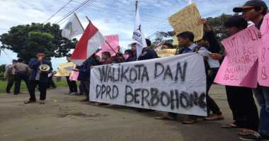 Selidiki Izin Cuti Wali Kota, Puluhan Massa Serbu DPRD Kota Bengkulu