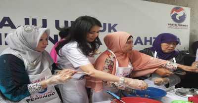 Liliana Tanoesoedibjo Antusias Bikin Bakso Bersama Kartini Perindo