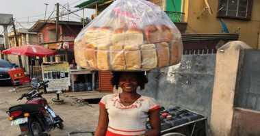 Penjual Roti Keliling Dikontrak Jadi Model