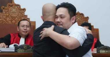 Farhat Abbas Nilai Ahmad Dhani Cukup Jadi Ajudannya