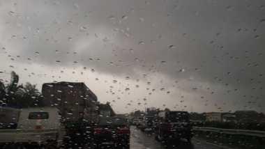 Hujan Deras, Tol Jagorawi dan JORR Padat Merayap