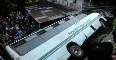 Bus Universitas Andalas Bantuan Presiden Kecelakaan