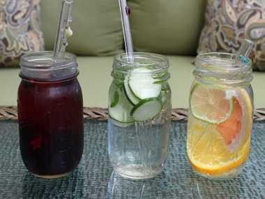 6 Manfaat Kesehatan Minum Infused Water
