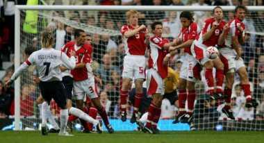 Soccerpedia: Perbedaan Tendangan Bebas Langsung  dan Tidak Langsung