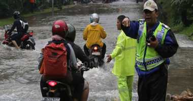 Banjir di Jalur Porong Makin Parah, Operasi Kereta Lumpuh