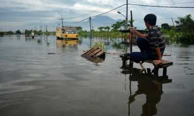 Perlintasan Porong Terendam Banjir, Kereta Api Gunakan Jalur Memutar