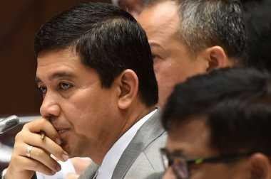Komisi II DPR Anggap Menpan-RB Plinplan