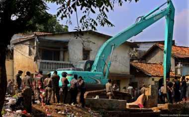 Rumah Liar di Atas Lahan Milik TNI Digusur Aparat