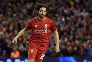 Gelandang Liverpool Absen Lawan Villa