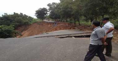 Tanggul Bengawan Solo Ambrol, 3.000 Rumah Terancam