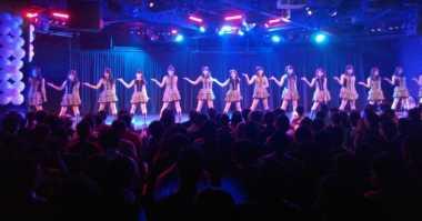Sneakers Waktu Itu Buka Konser JKT48