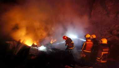Bengkel Mega Las Bekasi Ludes Dilalap Api