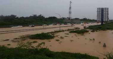 Banjir di Tol Cikampek Akibat Limpahan Air dari Kawasan Industri