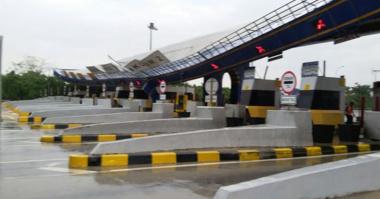 Gardu Pintu Tol Cikunir Roboh, Ekor Kemacetan Sampai KM 17