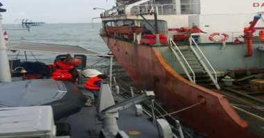 TNI AL Selamatkan ABK Kapal yang Bocor di Perairan Dumai