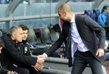 Mourinho dan Guardiola di Mata Legenda Barcelona