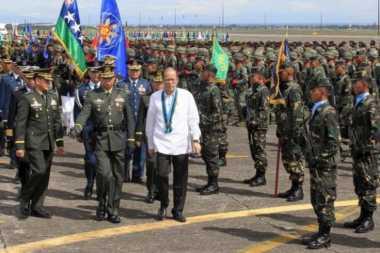 Jenderal Filipina Dipecat Setelah Abu Sayyaf Penggal Warga Kanada