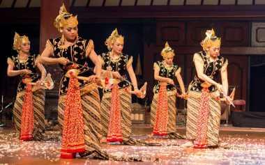 "Tari Bedhaya Minangkalbu Tampil Memukau di ""World Dance Day"""