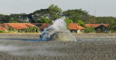 Semburan Lumpur Bercampur Air dan Gas di Bojonegoro Diteliti