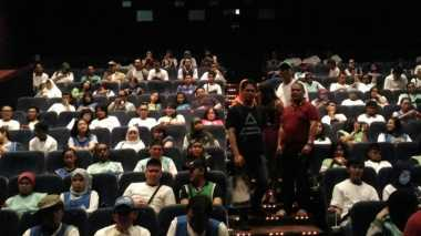 Puluhan Tuna Netra Hadiri Nobar Film Surat Cinta Untuk Kartini
