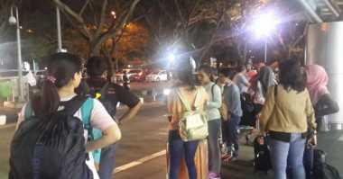 Penumpang Air Asia yang Terlantar di Bandara Diangkut ke Hotel