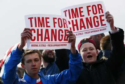 Pendukung Arsenal Protes saat Pertandingan