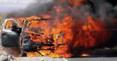Mobil Sedan Terbakar di Tol Cengkareng, Dua Orang Terluka