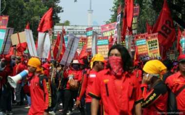 Ribuan Buruh Mulai Datangi Bundaran HI