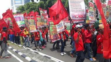 Menuju GBK, Buruh Dapat Pengawalan Polisi
