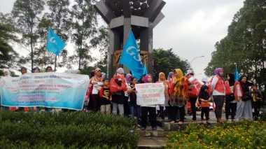 Bawa Anak, Buruh Wanita Tangerang Peringati May Day