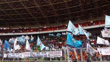 Massa Buruh Mulai Padati Stadion Gelora Bung Karno