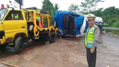 Truk Tangki Terbalik di Bogor Bukan Milik Pertamina
