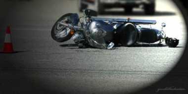 Usai Serempet Motor, Chevrolet Dirusak Massa di Pasar Minggu