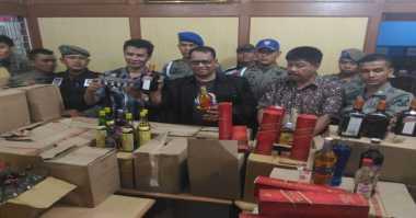 Satpol PP Kota Padang Sita Ribuan Botol Miras