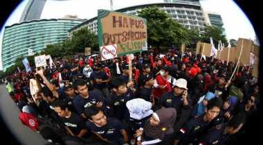 Merasa Tuntutan Sudah Dipenuhi, Buruh di Banten Malah Dangdutan