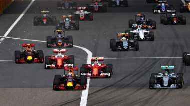 Sebastian Vettel dan Rio Haryanto Keluar dari Balapan