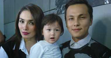 FOTO: Momen Langka Ussy Sulistiawaty dan Keluarga